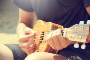 How to Play an F Chord on Ukulele